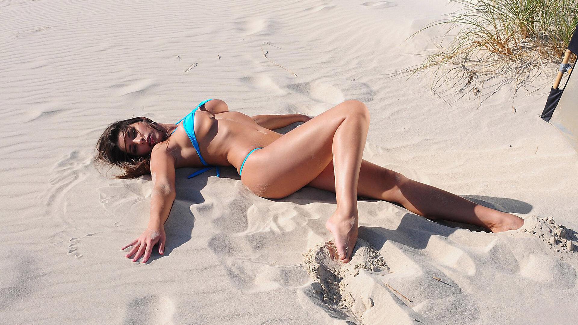 Смотреть грудастые девушки на пляже и с, Секс на пляже - подборка порно видео. Коллекция секс 5 фотография