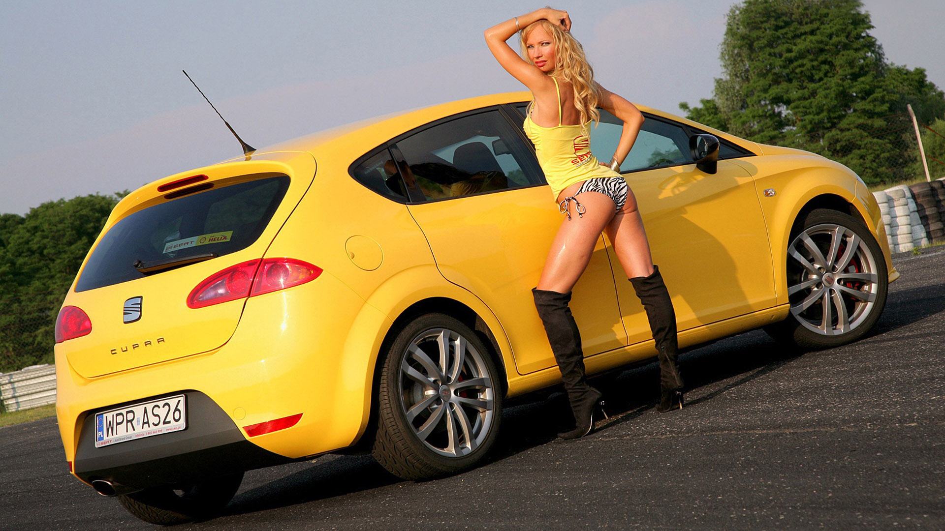 стал три девушки возле желтой машины картинки аккуратно