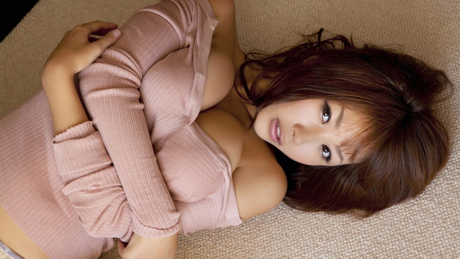 Японка с голой грудью, Порно видео онлайн: ЯпонкиБольшие сиськи 12 фотография